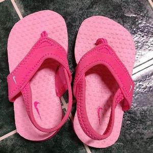 Toddler girls Nike size 6b sandals
